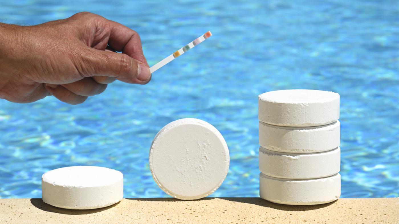 Хлорирование воды в  бассейне